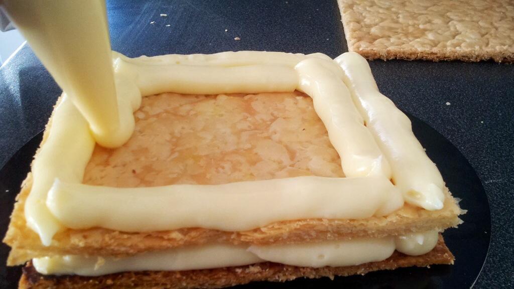 montage millefeuille la sucrière cours et formation en pâtisserie sur bordeaux et gironde
